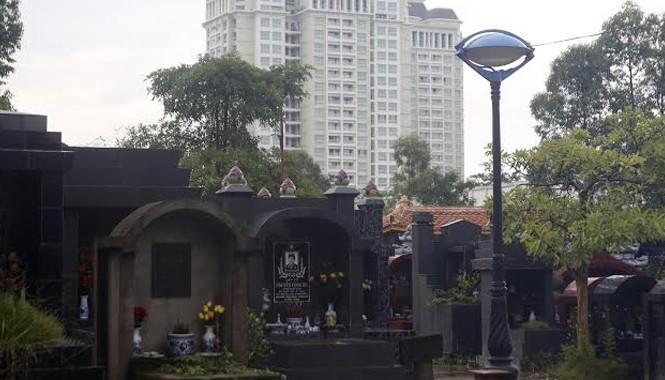 Cư dân nhà giàu Khu đô thị Ciputra (Tây Hồ, Hà Nội) phải làm hàng xóm bất đắc dĩ bên cạnh nghĩa trang Xuân Đỉnh. Ảnh: Như Ý