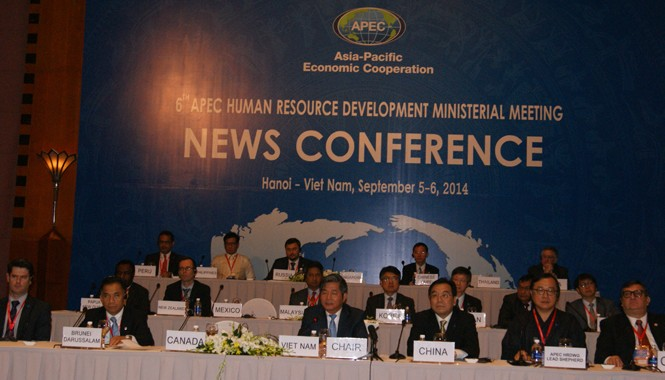 Các bộ trưởng APEC dự hội nghị HRDMM6. Ảnh: L.H.V