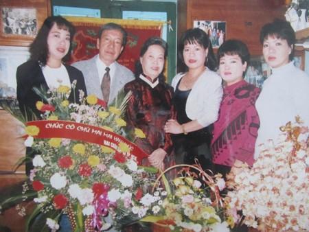 Ảnh chụp gia đình Nghệ sĩ Nhân dân Trịnh Thịnh