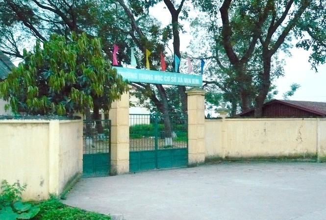 Trường THCS xã Vạn Kim, nơi xảy ra sự việc