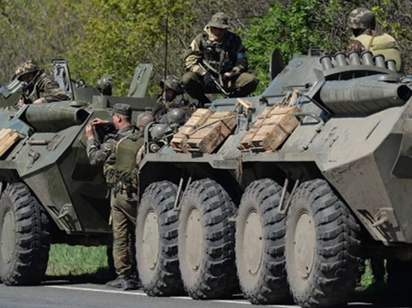 Ukraine đưa hàng trăm tăng, pháo tới miền Đông