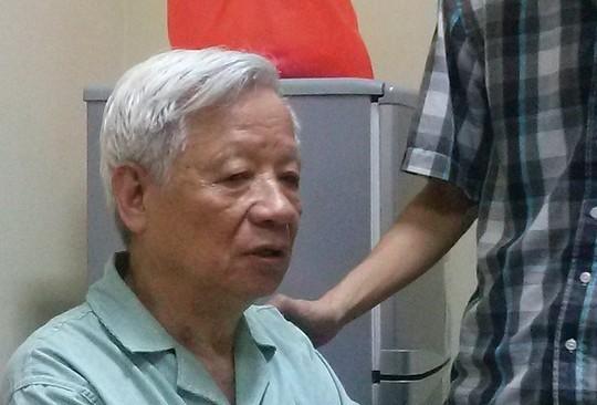 """Hình ảnh ông Trần Xuân Giá chiều 17-4, một ngày sau khi hoãn phiên toà vụ án """"bầu"""" Kiên."""