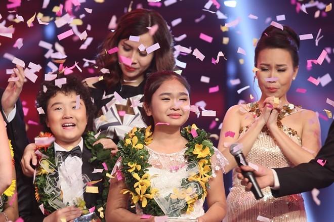 Giây phút đăng quang của Nguyễn Thiện Nhân. Cô bé vỡ òa trong nước mắt vì hạnh phúc.
