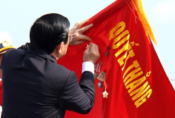 Chủ tịch Trương Tấn Sang trao tặng danh hiệu Anh hùng LLVTND (lần thứ hai) cho Quân chủng Hải quân