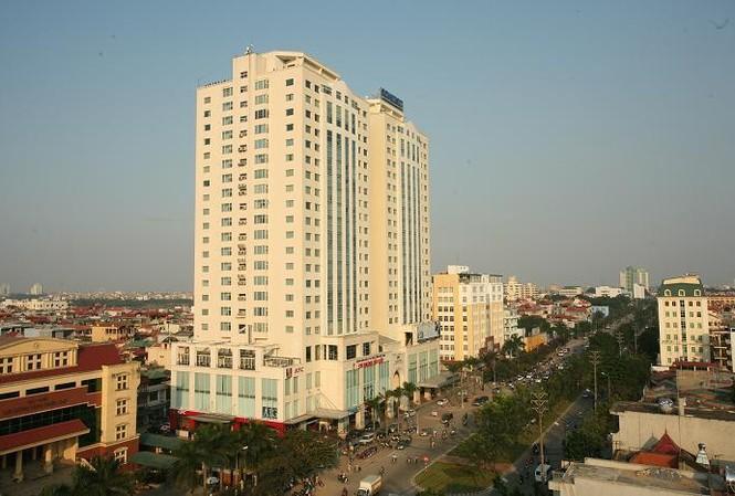 Tháp đôi Hòa Bình nằm trên đường Hoàng Quốc Việt (Hà Nội).