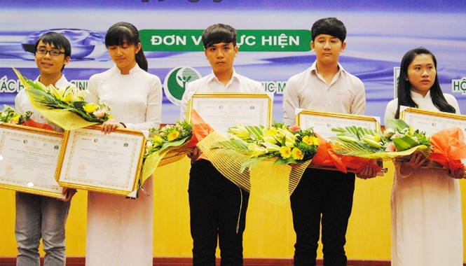 Hai nhóm bạn trẻ đoạt giải Nhì cuộc thi
