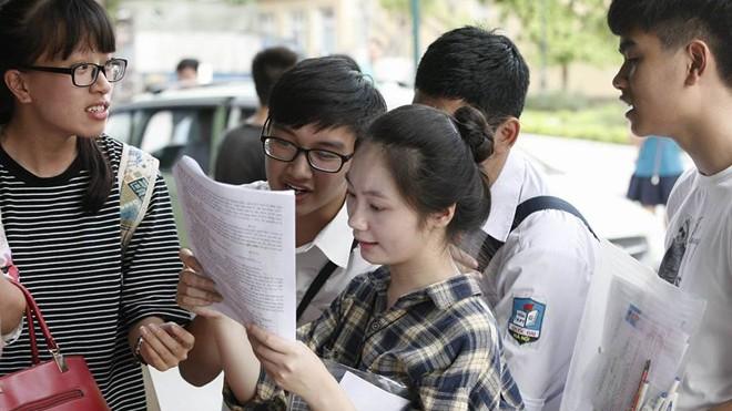 Thí sinh dự thi kỳ thi THPT Quốc gia 2016. Ảnh: Như Ý