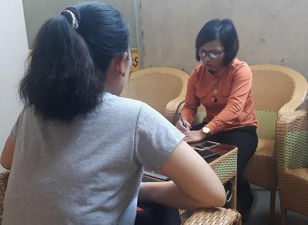 Bà Thắm kể lại sự việc với phóng viên