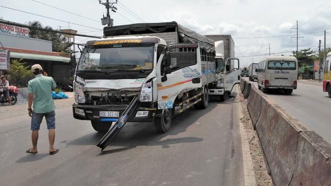 3 xe tải tông liên hoàn trên quốc lộ 1A, nhiều người hoảng loạn