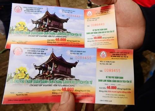 Nhiều người khi đi du xuân, cúng lễ ở Yên Tử đã phản đối việc thu phí tại đây. Ảnh: Minh Cương