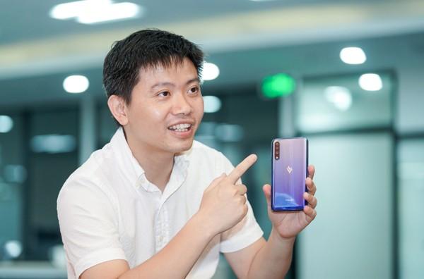 Ông Nguyễn Minh Việt (Viện trưởng Viện Nghiên cứu Thiết bị di động – Công ty VinSmart) cho biết: Vsmart đang tiến hành xây dựng 6 nhà máy linh kiện để có thể tăng tỉ lệ nội địa hóa các điện thoại của VinSmart lên mức trên 60% vào tháng 4/2020.