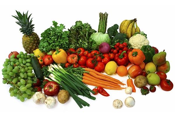 Bạn nên ăn những thực phẩm giàu chất xơ như đậu lăng và đậu, các loại rau củ quả vào bữa ăn tối để giảm mỡ bụng. Ảnh: Internet