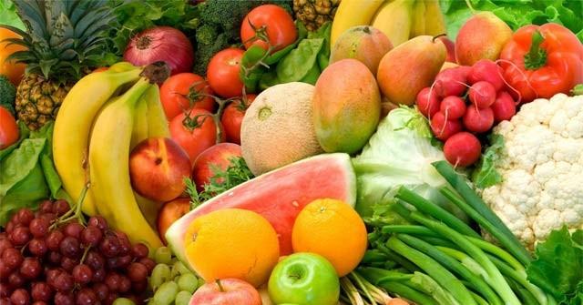 Chế độ ăn uống quá nhiều protein, thịt đỏ, hải sản hay đồ uống có đường... là nguyên nhân chính khiến bệnh gout ngày một nặng hơn. Ảnh: Internet