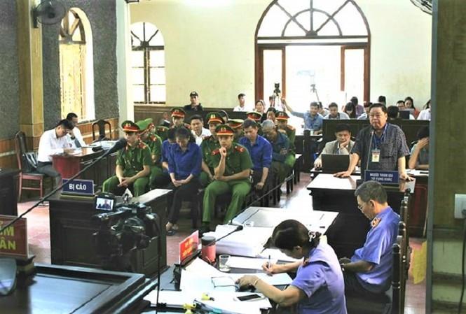 Phiên tòa xét xử vụ gian lận điểm thi tại Sơn La. Hiện vụ án đã được trả hồ sơ yêu cầu điều tra bổ sung.