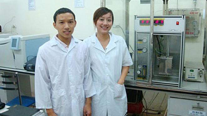 Ứng viên GS Nguyễn Khánh Diệu Hồng (bên phải ảnh).