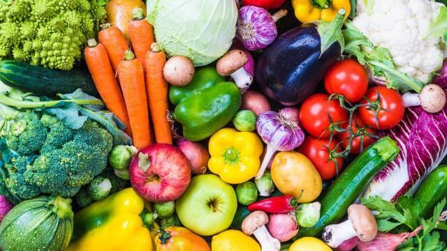 Các chuyên gia khuyến nghị cần tăng cường chất xơ trong bữa ăn hàng ngày (như ăn nhiều rau xanh) và nên bổ sung chất xơ. Ảnh: Internet
