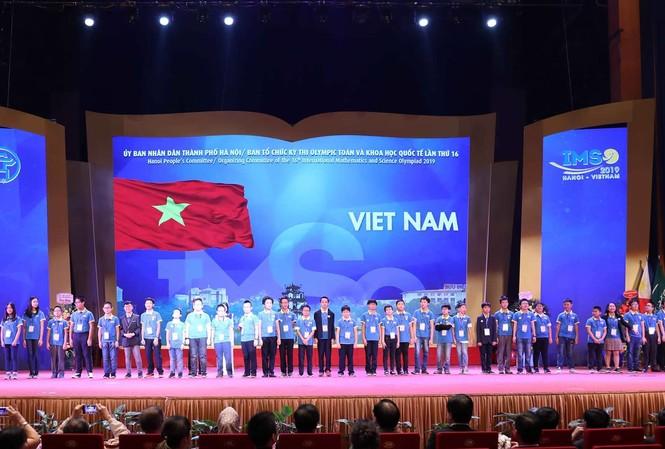 Hơn 300 học sinh các nước đến Việt Nam thi Olympic Toán và Khoa học quốc tế