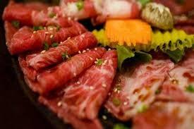 Vì các chất béo bão hòa có thể khiến bạn gặp khó khăn trong việc tiêu hóa, nên bạn hãy lựa chọn các loại thịt nạc để có được nguồn cung cấp protein tốt nhất. Ảnh: Internet
