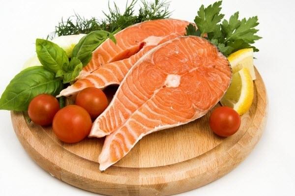 Khi nấu thực phẩm cho những người bị tai biến mạch máu não, đột quỵ, tiểu đường, bạn nên bổ sung thật nhiều cá trong chế độ dinh dưỡng vì cá là nguồn dồi dào của protein, vitamin, các khoáng chất như sắt, kẽm và canxi. Ảnh: Internet