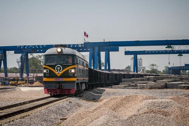 Tập đoàn Kỹ thuật số 2 Đường sắt Trung Quốc (CREC-2) đang chịu trách nhiệm thi công một phần tuyến đường sắt Trung Quốc - Lào.