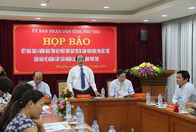 Ông Hà Kế San, Phó Chủ tịch UBND tỉnh Phú Thọ trả lời họp báo.