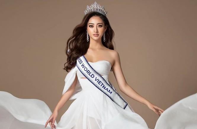 Lương Thuỳ Linh dự thi Miss World chậm ngày vì gặp trục trặc về visa.