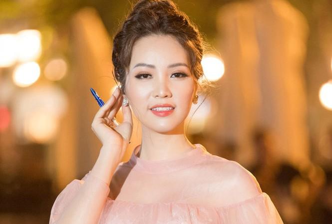 Á hậu Thuỵ Vân: Từ MC đình đám của VTV đến giám khảo Hoa hậu Việt Nam 2020