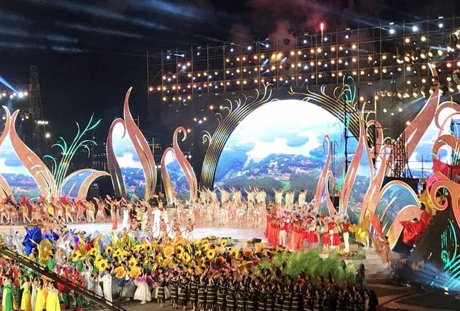 Cảnh diễn nghệ thuật tại lễ khai mạc Festival hoa Đà Lạt 2019