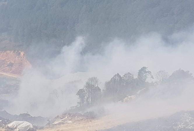 Đám cháy tại bãi rác Cam Ly