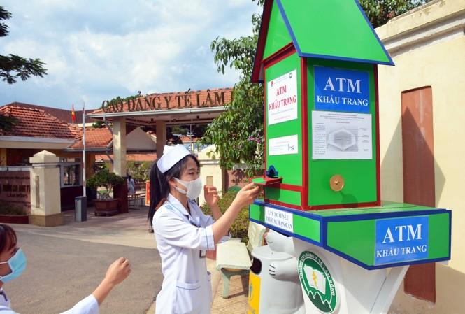 """""""ATM"""" khẩu trang tại Đà Lạt"""
