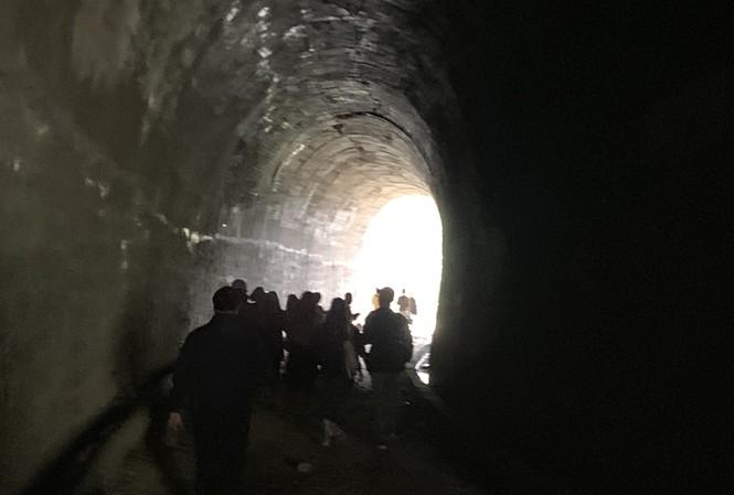 Đường hầm hỏa xa bị bỏ hoang gần nửa thế kỷ