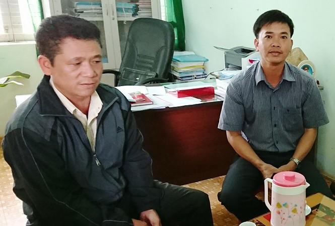 Ông Lương (áo đen) chia sẻ với PV