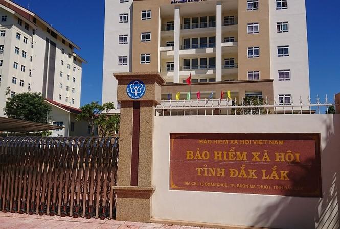 BHXH Đắk Lắk từng bị yêu cầu kiểm tra dấu hiệu gian lận trong thanh toán chi phí khám chữa bệnh bảo hiểm y tế với 51 trường hợp đã chết nhưng vẫn phát sinh chi phí khám chữa bệnh, với tổng số tiền hơn 276 triệu đồng.