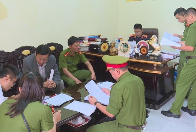 Công an khám xét nơi làm việc của ông Nguyễn Hồng Mạnh