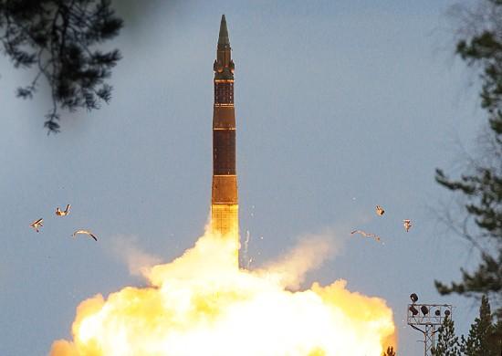 Tên lửa Nga bắn đỏ trời trong cuộc tập trận