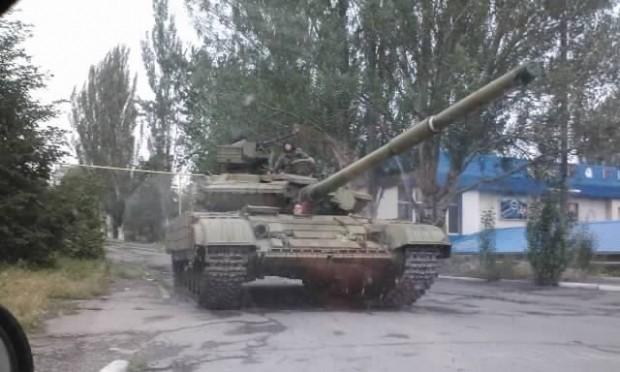 Ukraine tố xe tăng Nga vượt qua biên giới