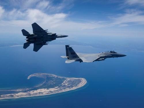 Trung - Nhật và 'trò chơi mạo hiểm' trên không