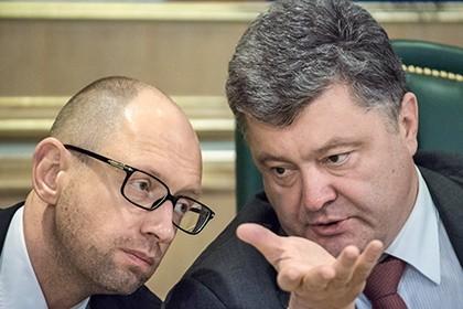 Tổng thống Poroshenko (phải) kêu gọi Thủ tướng Yatsenyuk (trái) từ chức. Ảnh: Kommersant