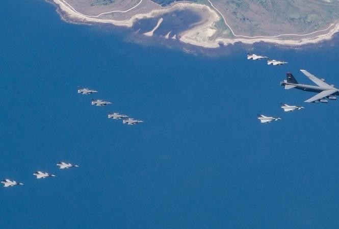 [ẢNH] Không quân NATO thị uy sức mạnh gần biên giới Nga
