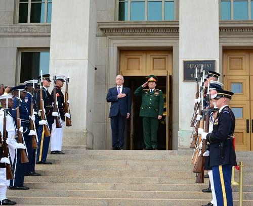 Lễ đón Bộ trưởng Ngô Xuân Lịch tại Bộ Quốc phòng Mỹ.