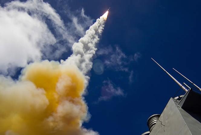 Với tên lửa tầm xa 40N6E, các hệ thống phòng không Nga càng trở nên đáng sợ. Ảnh: Army