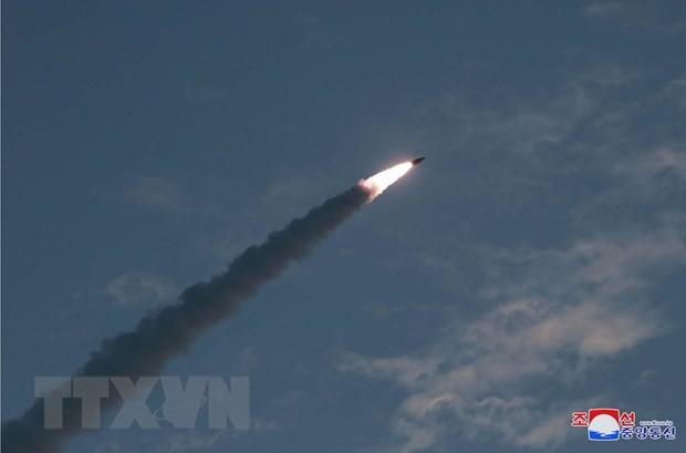 Ảnh do Hãng thông tấn Trung ương Triều Tiên đăng phát ngày 26/7/2019: Tên lửa dẫn đường chiến thuật mới được Triều Tiên phóng thử gần thị trấn ven biển phía Đông Wonsan ngày 25/7/2019. (Nguồn: Yonhap/TTXVN)