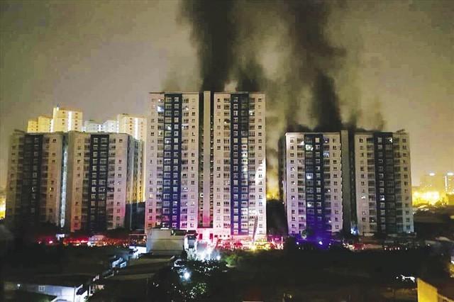 Khu chung cư cao cấp ở TP HCM vừa xảy ra cháy nổ khiến 13 người thiệt mạng, hàng chục người bị thương