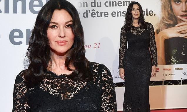 Monica Bellucci phô đường cong cơ thể tuyệt đẹp trong chiếc đầm đen ren ôm sát người