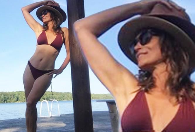 'Huyền thoại' làng mốt Cindy Crawford khoe body 'cực phẩm' ở tuổi 53
