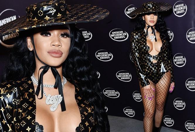 Trang phục hở bạo luôn khẳng định tên tuổi của rapper Saweetie.