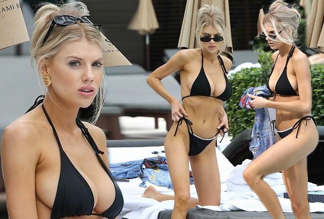 """Loạt ảnh """"siêu vòng 1"""" Charlotte Mckinney thả sáng sexy cạnh bể bơi trong kỳ nghỉ được đăng tải trên Dailymail khiến fan trầm trồ bởi quá nóng bỏng và gợi cảm."""