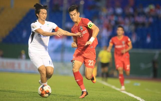 Tuấn Anh và đồng đội thua trận thứ sau liên tiếp ở V-League 2020. Ảnh: Lê Đình Công (Vnexpress)