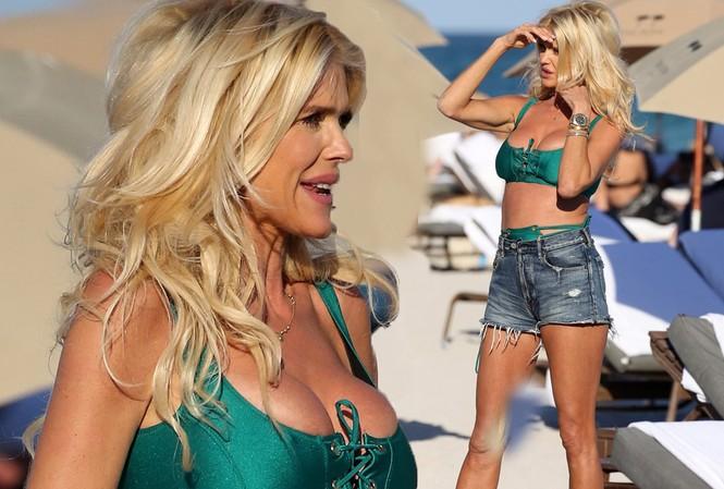 Hoa hậu Thuỵ Điển Victoria Silvstedt U50 phô vòng một 'bốc lửa' ở biển