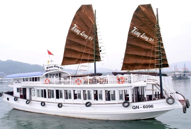 Nam nhân viên đặt máy quay lén khách tắm trên tàu du lịch vịnh Hạ Long